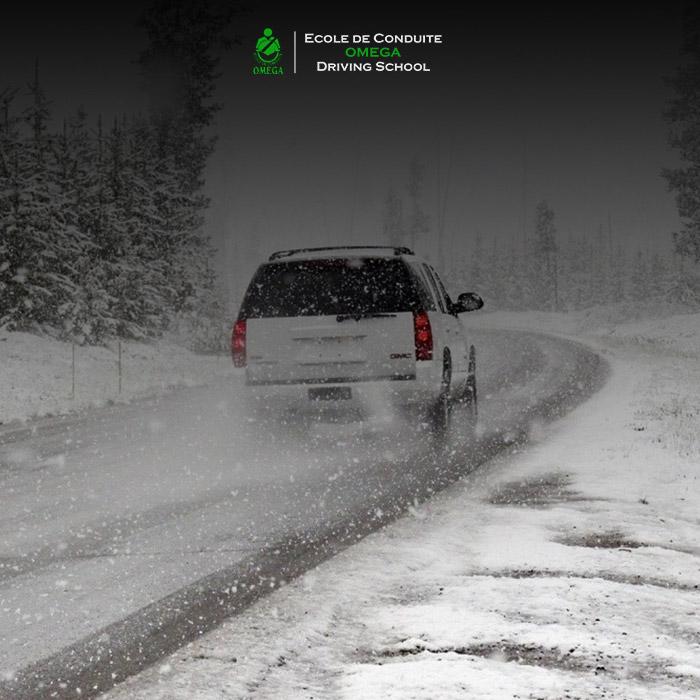 Comment-faire-face-aux-bourrasques-lorsque-l'on-conduit-sous un-orage